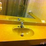 #406 - Badezimmer mit deutlichen Gebrauchsspuren