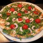 Prawns pizza