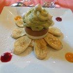 Mousse d'avocat, chocolat et coco sur sablé noix de coco et bananes