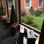 Decoración interior del hotel y jardín