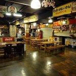 ひろめ市場の食堂です。早朝から営業しているお店もあります