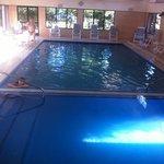 otra foto de la piscian int. con area separa para niños