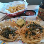 Great meal of tacos de pollo.