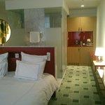 Zimmer mit integrierter Badzeile