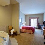 CountryInn&Suites Winchester WhirlpoolSuite