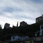 la Alhambra desde el balcón, de día
