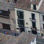 fachada del hotel desde la Alhambra