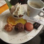 The excellent mini-dessert and coffee