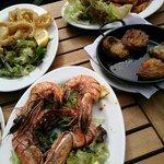 Prawns, calamari and livebaits. Ok.