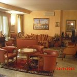 la sala dell'albergo (lato salottino)