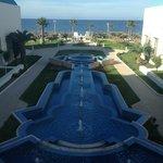 Вид перед входом в отель со стороны моря.