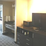 Large Rooms @ Comfort Suites Airport