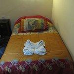 Кровать в номере на 2-ом этаже.