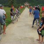 Excursion en bicicletas por un puelblo