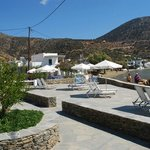 Beach beds and parasols to enjoy the sun of Cyclades