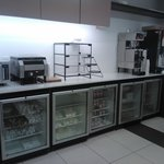Cozinha do café da manhã e geladeiras sempre recheadas