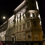 nachtelijk sfeerbeeld Apollohotel