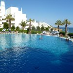 Very large pool, clean, spacious and for all the family/couples/groups