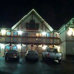 Heidi Motel at night