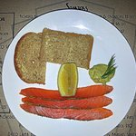 Whiskey cured salmon with rye bread, honey mustard & dill