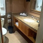 Deluxe Studio Suite - Bathroom