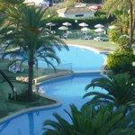 Une partie des piscines de l'hôtel