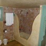 Salle de bain chambre 31 (niveau inférieur)