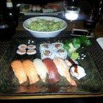 Sushi assortito, insalata, zuppa di Miso