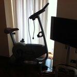 Bicicleta ergométrica e tv quarto Junior Suite