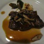 お肉のメイン、オリーブ牛のステーキ