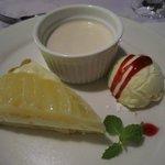 デザート 洋梨のタルト、小豆島のお醤油のパンナコッタ、アイスクリーム