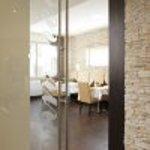 Stilvoll eingerichtete Restaurants bieten bis zu 65 Personen, beziehungsweise bis 40 Personen Pl