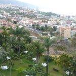 Blick über den Hotelgarten nach Westen