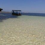 spiaggia blue bay con bassa marea