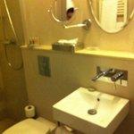 Banheiro com ammenities L'Occitane