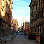 Straat/steeg voor de ingang van het hotel