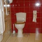 Salle de bains chambre personne à mobilité réduite