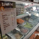 Madame Yu prépare aussi les Banh Mi (sandwich vietnamien)
