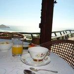 café da manhã excelente com vista de tirar o folego