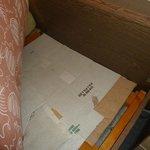 Pappe als Durchhängeschutz unter der Matratze