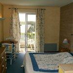 la chambre spacieuse et lumineuse