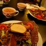 galettes Sarladaises: magrets+gésiers de canard, oignons, lardons, pain d'épice et foie gras