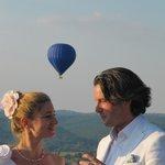 Dordogna in Mongolfiera - Abbraccio agli sposi