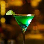 """Cocktail """"Blue 58"""" Vodka, Get 27, Get 31, Curaçao bleu"""