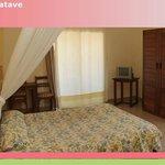 Hôtel Flamboyants Tamatave - Chambre double climatisée avec balcon