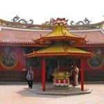 Petak Sembilan Chinese buddhist temple