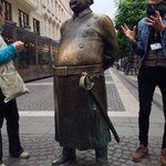 poilice statue