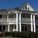 Carriage House Inn exterior