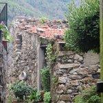 on path down to L'Antico Borgo