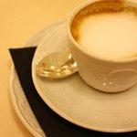 朝食のカフェマッキャート